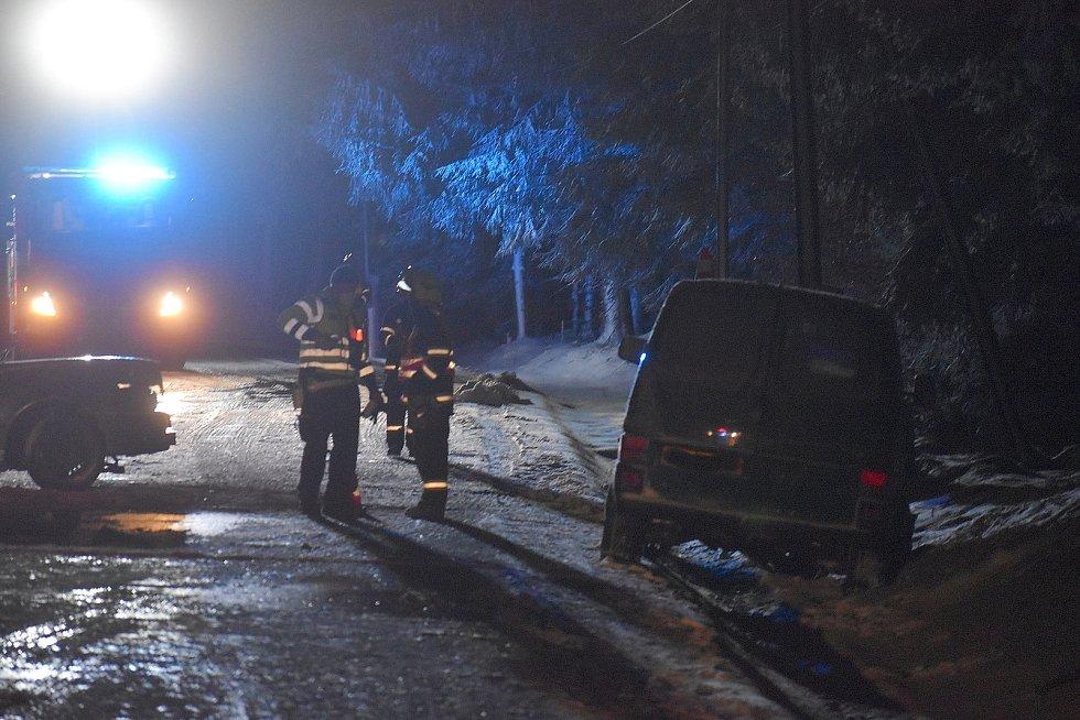 Na velikonoční pondělí večer se stala na silnici kousek pod Dolní Černou Studnicí směrem na Jablonec tragická nehoda.