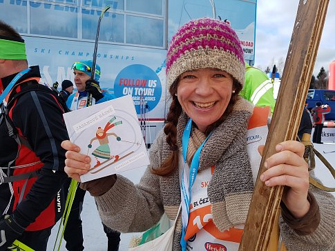 """Padesát kilometrů již po několikáté odjela i básnířka Kateřina Mandulová. Letos ale poprvé na """"jasankách"""" a verši na rtech. Jsou knihu básní, jak jinak věnovanou lyžování, vydala letos."""