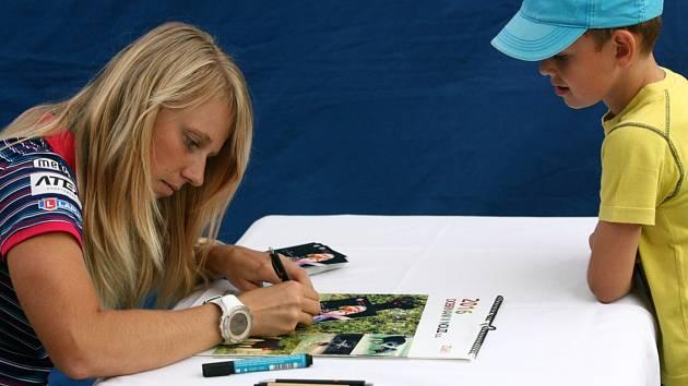 Fanoušky podpis Evy Puskarčíkové potěší, rádi jí také osobně popřejí hodně štěstí.