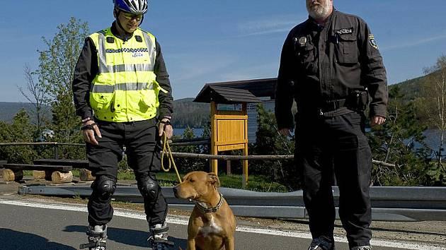 Progrese u Městské policie v Desné. Strážníci vyjíždějí i na in-line bruslích.