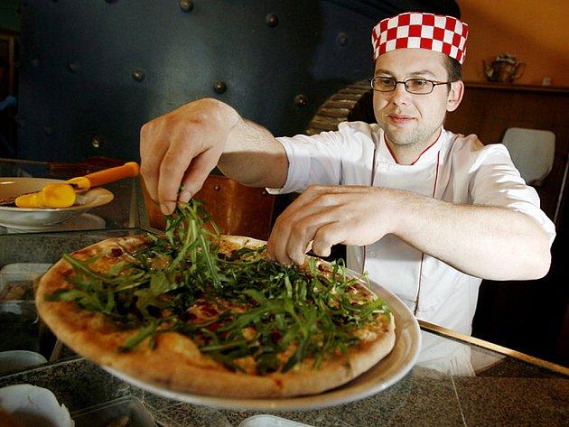 Nákupní košík Deníků - pizza. Ilustrační obrázek.