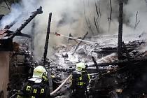 Požár kůlny v Košťálově na Semilsku.