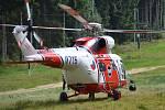 Přílet armádního záchranářského vrtulníku Sokol pod Tanvaldský Špičák