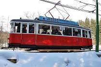 Na 1. dubna opět po 40 letech vyjela historická dvounápravová tramvaj 6MT na trase Liberec Jablonec. Provozuje ji Boveraclub.