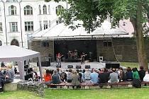 Festival revivalových hudebních skupin Woodstock nad Nisou se konal v pátek 25. června od 14 hodin na letní scéně v jabloneckém Eurocentru. Na snímku kapela Stand Up.