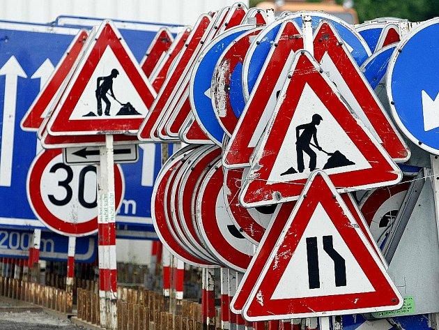 Dopravní značky. Ilustrační snímek.
