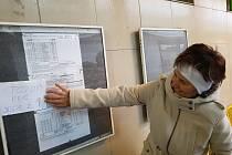Chyba v uvedení spoje u stanoviště 7 na Černém Mostě nenechala úplně v klidu dvě jablonecké cestující, alespoň provizorně varovaly pasažéry ranního autobusu do Pece pod Sněžkou.