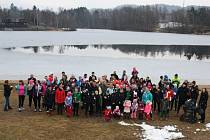 V sobotu se u jablonecké přehrady sešli účastníci Kyslíčkova běhu pro nemocného Matyáška.