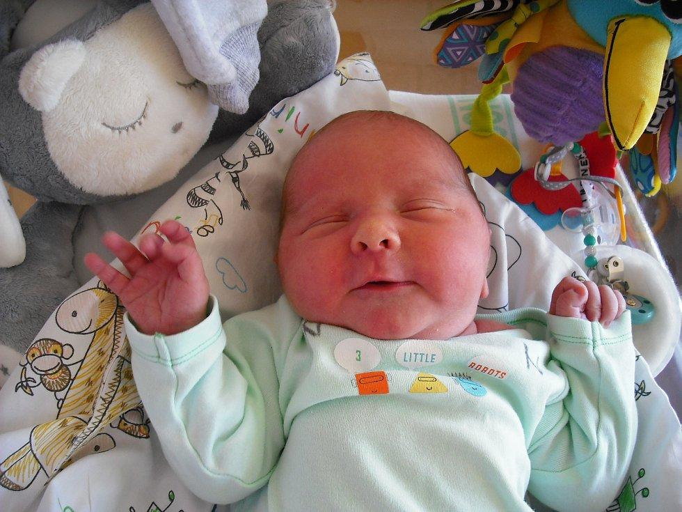 Šimon PospíšilNarodil se 29.března v jablonecké porodnicimamince Barboře Formanové z Nové Vsi.Vážil 4,12kg a měřil 51cm.
