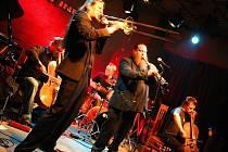 Alamaailman Vasarat - finská skupina zahraje ve Smržovce. Jediný koncert v ČR na cestě z budapešťského Szigetu na německý Zappanale.