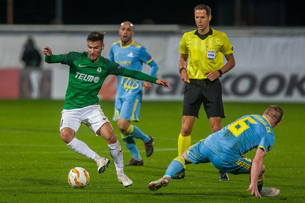 Zápas skupiny K Evropské ligy mezi týmy FK Jablonec a FC Astana se odehrál 25. října na stadionu Střelnice v Jablonci nad Nisou. Na snímku vlevo je Michal Trávník.