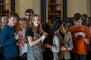 Tradiční vítání studentů prvních ročníků proběhlo 10. října v tělocvičně školy Gymnázia U Balvanu.