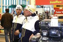 V úterý se mužští členové výpravy ze Švédska vypravili odpoledne do nedalekého hobbymarketu od areálu ve Vesci.