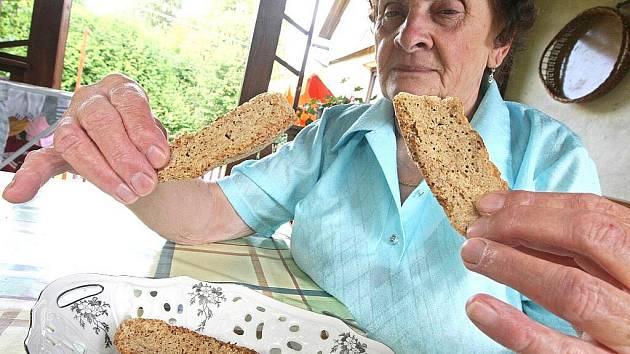 Višňová – Andělka. Když se v roce 1928 brali rodiče paní Eriky Špačkové, uschovala její maminka Elsa dva kusy chleba. Jeden za muže a jeden za ni. Byl to prý starý lidový zvyk sudetských Němců, kdy ukládali svatební závoj, stuhu a chléb ze stolu.