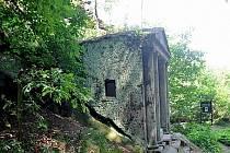 Skalní kaple u Kunratic