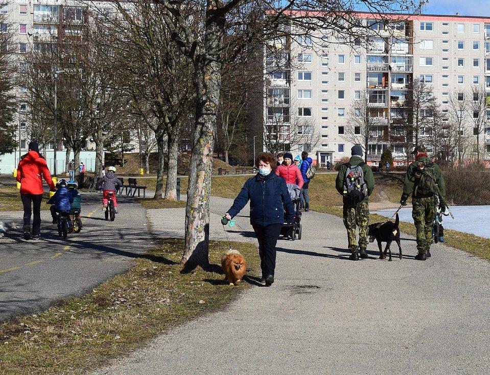 Lidé chodí i do přírody jen sporadicky a na území obcí.