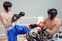 V Jablonci proběhlo klání Národního poháru Čech v kick boxu a fullcontactu. Borec  z pořádajícího oddílu Iron fighters Rádlo Unuruu Onorbaysagalan ( vpravo ) v průběhu svého vítězného zápasu ve fullcontactu do 75 kg.