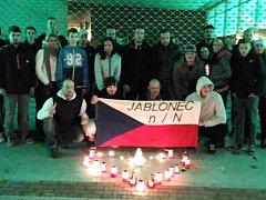 U jablonecké Střelnice se v sobotu sešli fotbaloví fanoušci, aby vyjádřili solidaritu s Francouzi.