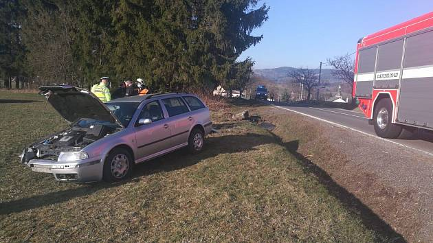 Vozidlo po nehodě v Držkově skončilo mimo komunikaci