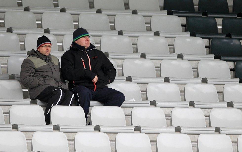 Jablonec porazil doma Brno 2:0. Na snímku přokřehlí diváci během chladného nedělního odpoledne v Jablonci.