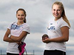 Úspěšné atletky Tereza Vokálová (vlevo) a Lada Cermanová se shodují, že start v Číně je splněný sen.