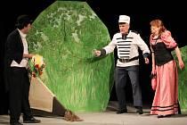 Inscenace divadelního souboru Sokol Bozkov Slaměný klobouk aneb Helenka měla vždycky jedničky.