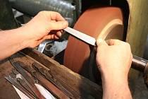 Výroba nože. Ilustrační foto.