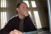 Jan Sedlák přemýšlí nad tou nejlepší odpovědí.