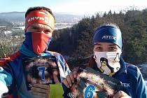 BĚHÁNÍ zimou rozhodně nekončí. Denisa Albaniová a Petr Zbranek si dali i silvestrovský běh kolem jabloneckých přehrad.