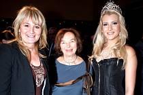 Váženým hostem na lednové módní přehlídce bižuterie s názvem Made in Jablonec, která se konala v jabloneckém Eurocentru, byla manželka prezidenta Livie Klausová. Na předváděcím mole se pro firmu Šenýr, vedenou Olgou Kopalovou, blýskla úřadující Česká Miss