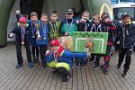 Účastníci fotbalového turnaje Mc Donalds Cup z Jablonce, ZŠ Arbesova a Mozartova vyhráli skupinu A i skupinu B.