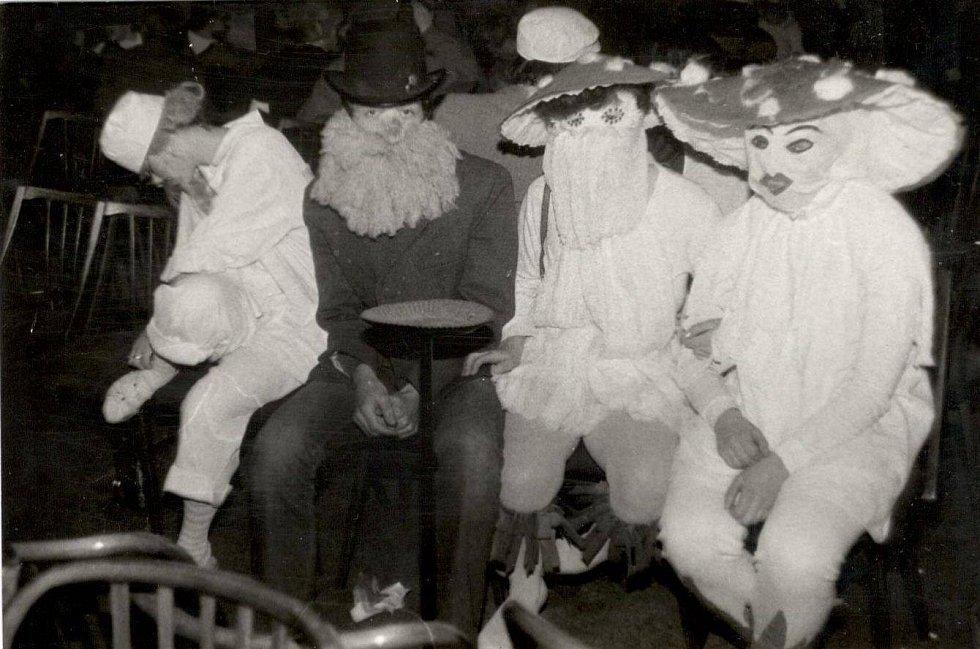 Velmi vyhlášený masopust byl v Rokytnici nad Jizerou pod názvem Pašeráckej vejkend.