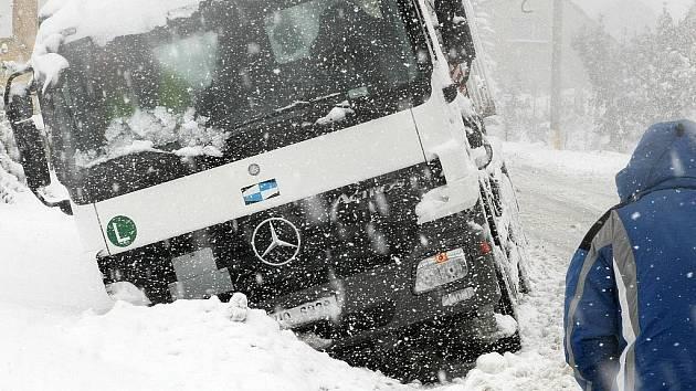 15. října 2009!?! Doprava kolabuje. Úplná zácpa trvající do odpoledních hodin vytvořila kolony aut z Hodkovic k Rádelskému mlýnu a do Jablonce nad Nisou přes Rychnov.