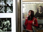 Gymnázium patří k prestižním. K tradicím například patří zářijové vítání nových studentů do gymnázia U Balvanu drobnými dárečky a válením balvanu na náměstí před radnicí v Jablonci nad Nisou.
