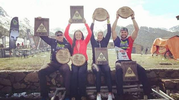 Zuzana Kocumová opět bodovala, tentokrát na Mistrovství Evropy ve Spartan Race v Andoře. První příčku získala v jednotlivcích, ale vítězství slavila i v týmové kategorii. Na fotce Kocumová druhá zprava.