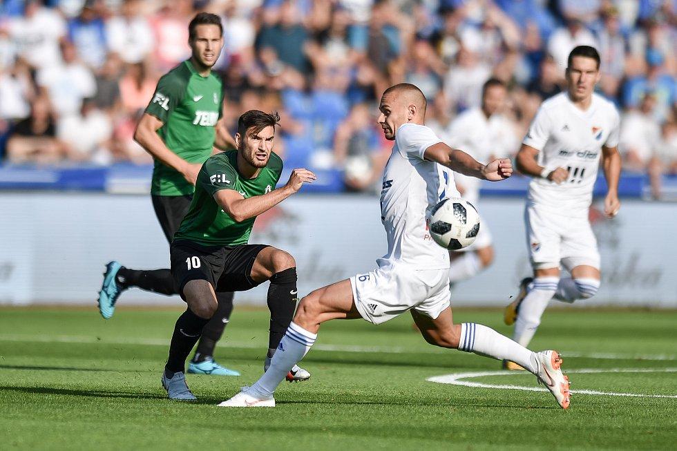Utkání 1. kola první fotbalové ligy: Baník Ostrava - FK Jablonec, 23. července 2018 v Ostravě. (vlevo) Trávník Michal a Denis Granečný.