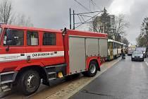 V jablonecké ulici Budovatelů se srazilo osobní auto s tramvají