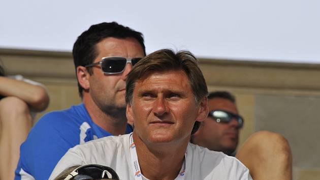 Trenér atletiky Miroslav Rucký se královně sportu věnuje od narození. Otec byl elitní desetibojař a maminka reprezentantka ve vrhu koulí a hodu diskem a byla sparing partnerkou Ludvíka Daňka.