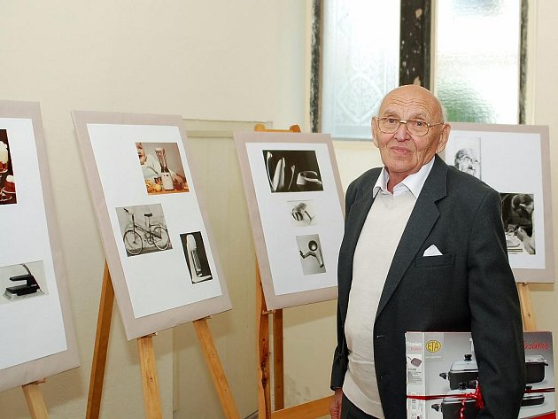 Stanislav Lachman český designér, autor přes 1200 návrhů průmyslových výrobků, z nich tři čtvrtiny byly realizovány. V roce 2007 byl Akademií designu za celoživotní dílo zvolen do Síně slávy.