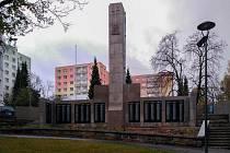 Památník v Tyršových sadech.