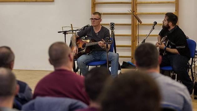 Koncert vězňů se odehrál 22. listopadu ve Věznici Rýnovice v Jablonci nad Nisou. Vystoupili celkem čtyři odsouzení, dva muži a dvě ženy.