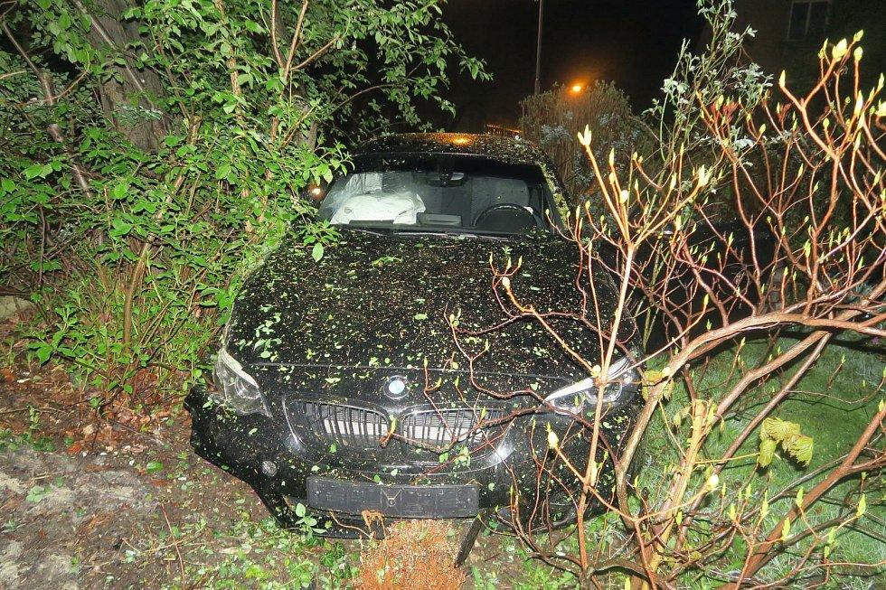 Následky dopravní nehody v Jablonci nad Nisou.