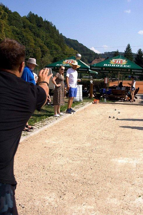 V sobotu 31.8. se konal v Železném Brodě v areálu tenisových kurtů třetí ročník turnaje pétanque v trojicích.