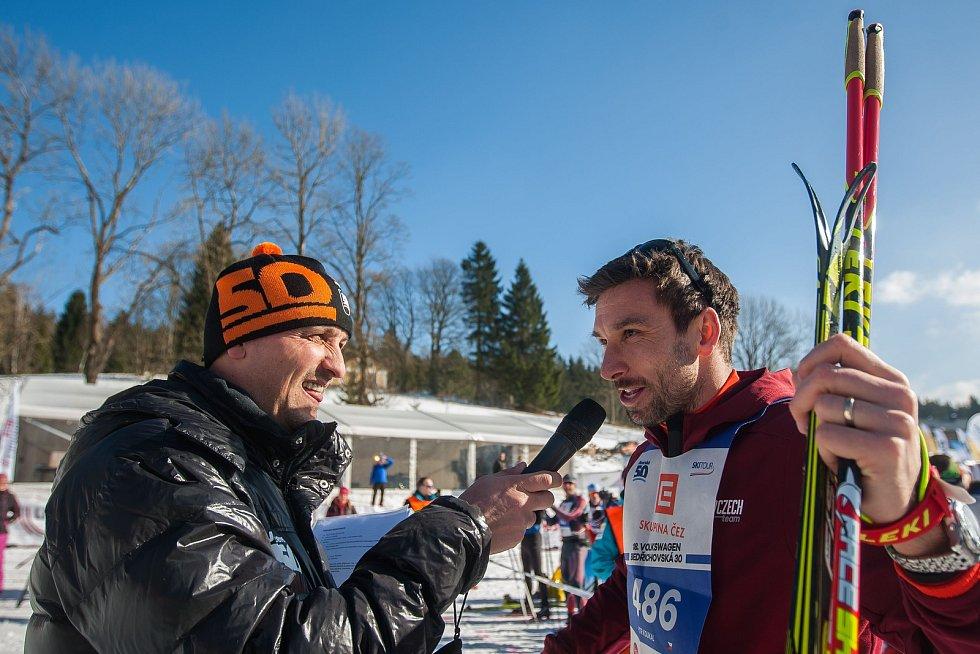 Závod v klasickém lyžování, Volkswagen Bedřichovská 30, odstartoval 16. února v Bedřichově na Jablonecku Jizerskou padesátku. Hlavní závod zařazený do seriálu dálkových běhů Ski Classics se pojede 18. února 2018. Na snímku vpravo je Petr Koukal.