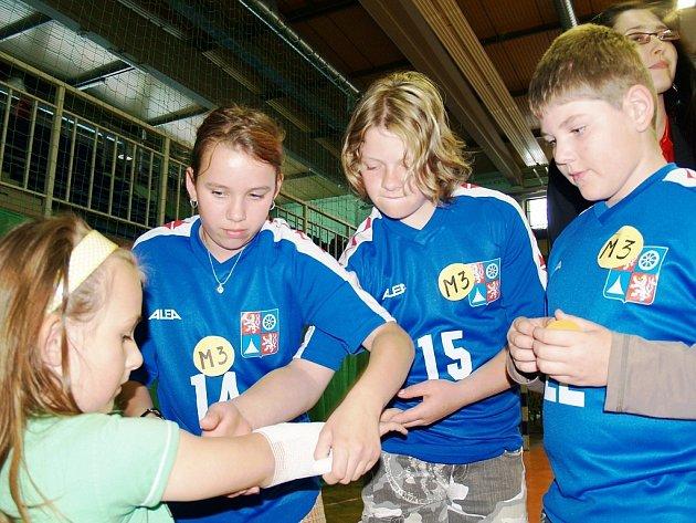 Polské soutěže Učíme se bezpečně žít se zúčastnili i žáci z rádelské a zásadské základní školy, a to v mezinárodní části, která je zaměřená na poskytování první pomoci. Rádlo obsadilo druhé místo, Zásada třetí.