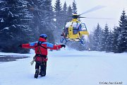 Horští záchranáři též cvičí zásahy v obtížných podmínkách. Tentokrát byla úkolem záchrana skialpinisty ze svahu Smědavské hory, jeho nalezení, ošetření a následný transport vysokým sněhem k cestě.
