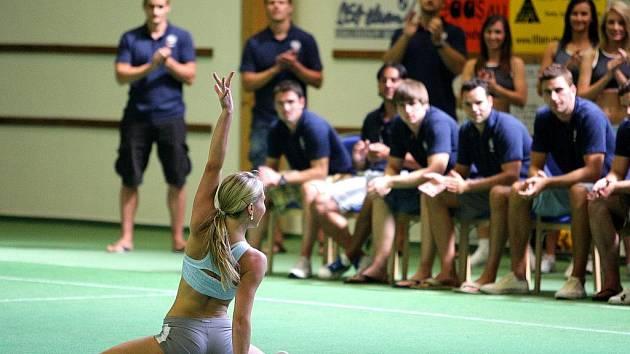 Třináct dívek bojovalo v jabloneckých Břízkách o postup do finále Miss Aerobik.