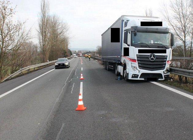 Kamion, který spolujezdkyně naštěstí zastavila.