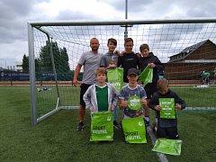Nejen fotbalové znalosti, ale také jazykové, museli na soutěži prokázat  mladí jablonečtí fotbalisté ze ZŠ Mozartova.