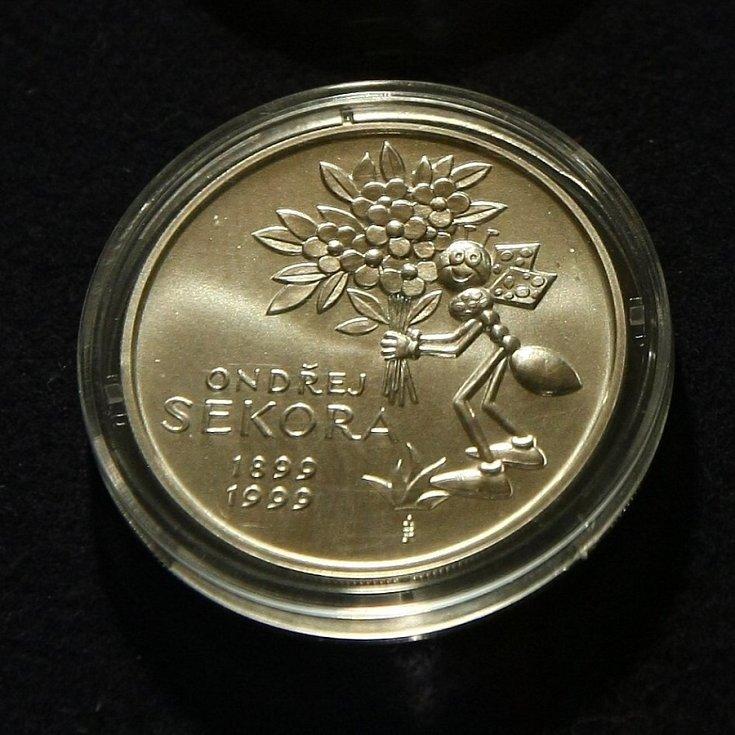Vystavené kusy v kabinetu mincí a medailí vyražených za dobu existence firmy.